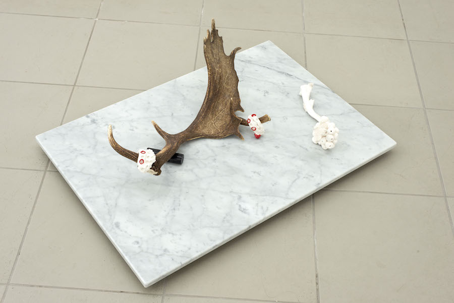 Luana Perilli,   Horn Nest#2,   2014,   Carrara marble,   glazed ceramics,   antler,   cm 92 x 65 x 26,  5,   photo by Giorgio Benni,   courtesy The Gallery Apart,   Rome
