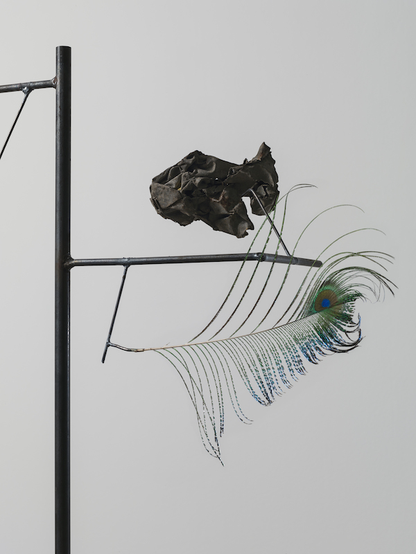Carol Bove Heraclitus (detail), 2014 Seashell, feather, found objects, steel, and concrete 72 x 18 x 12 1:2 inches (182.9 x 45.7 x 31.8 cm) Courtesy Maccarone, New York and David Zwirner, New York, London