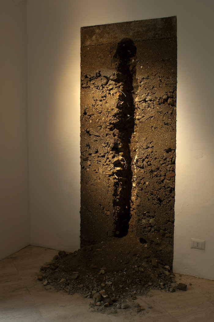 Calixto Ramirez,   Per yo ya no soy yo,   y mi casa ya no es mi casa,   2015. Rubbish and water. Courtesy the artist and Fondazione Memmo Arte Contemporanea,   Roma - Foto Francesco Demichelis