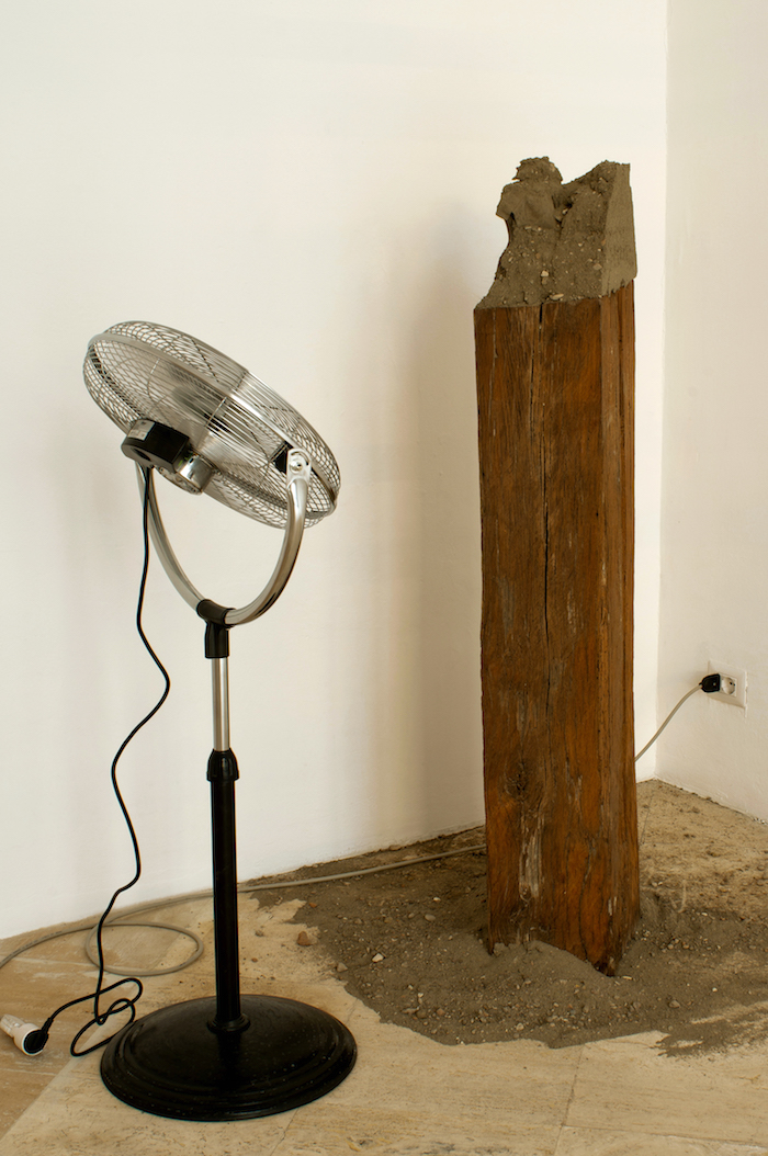 Calixto Ramirez,   Un sasso nella scarpa,   2015. Wood,   shoe,   sand and fan,   variable dimensions. Courtesy the artist and Fondazione Memmo Arte Contemporanea,   Roma - Foto Francesco Demichelis