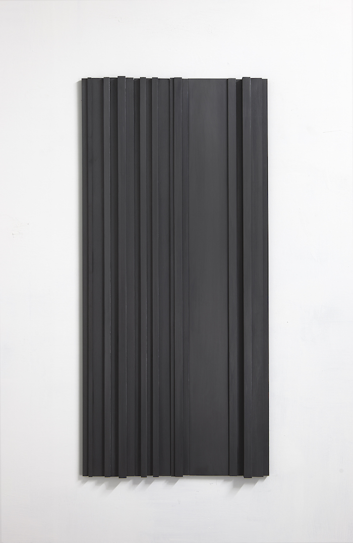 Stephanie Stein,   Untitled,   2015,   legno di balsa,   grafite,   100x45x3cm. Courtesy A+B Brescia,   photo Davide Sala