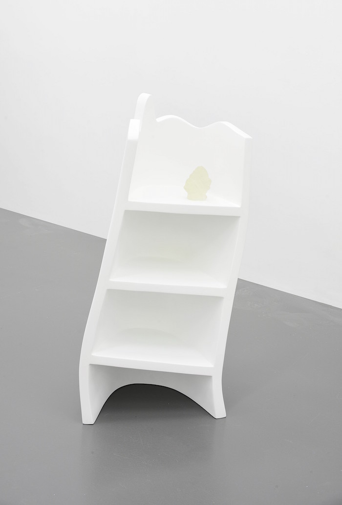 Emanuel Röhss,   Talisman,   2015 Polystyrene,   fiberglas,   PU primer,   epoxy resin shelf 110 x 55 x 32 cm head 15 x 8 x 11 cm Courtesy of the Artist and T293 Photos by Roberto Apa