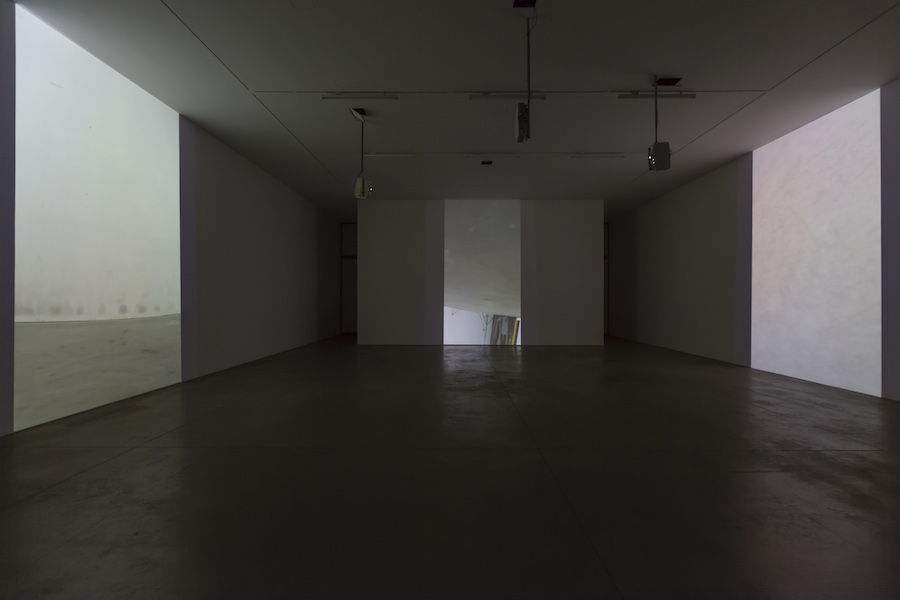 Gary Hill,   Depth Charge.  Installation view,   Courtesy Galleria Lia Rumma,   Milano - Napoli - Photo Credit Roberto Marossi