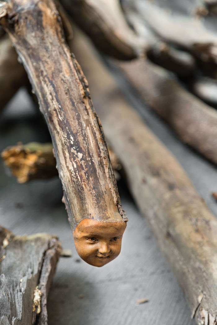 Danh Vo,   Log Dog (detail),   2013 Courtesy of the artist and kurimanzutto,   Mexico City Ph: Estudio Michel Zabé,   2013