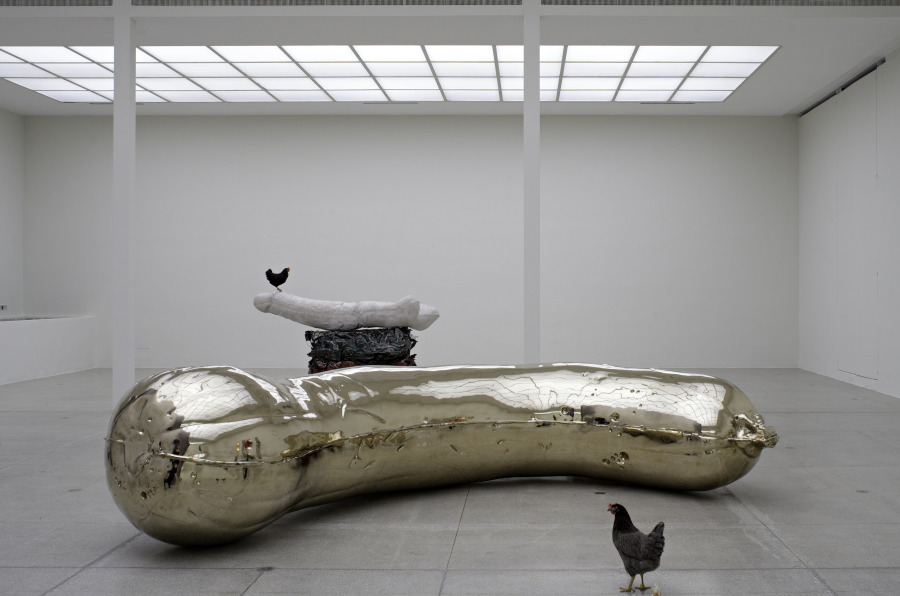 INGHILTERRA - Sarah Lucas,   Florian,   2013,   bronze,   135 x 495 x 250cm,   edition of 3 + 1AP,   Installation view,   NOB + Gelatin,   Secession,   Vienna,   23 November 2013 - January 19,   2014,   Copyright the artist,   courtesy Sadie Coles HQ,   London