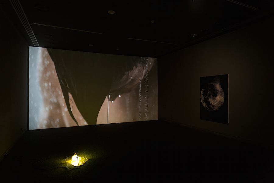 Magali Reus Highly Liquid (2013) HD-Video, loop; colour, silent Courtesy of the artist and the Approach, Installation shots by Bruno Lopes courtesy of the artists/galleries and Museu Nacional de Arte Contemporânea - Museu do Chiado