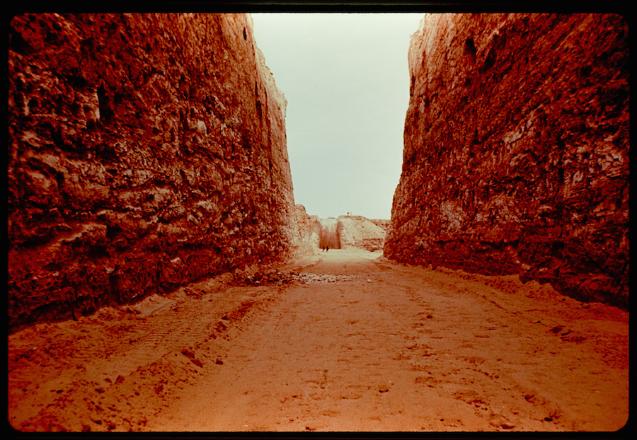 Double Negative by Michael Heizer (1969-70),   From Troublemakers. Photograph by Sam Wagstaff,  1970. The Getty Research Institute,   Los Angeles (2005.M.46). © J. Paul Getty Trust.