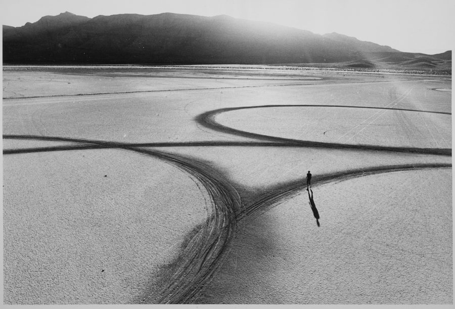 Michael Heizer's Circular Surface,   Planar Displacement Drawing,   1969. From Troublemakers. Photograph © Gianfranco Gorgoni. Courtesy Getty Research Institute,   Los Angeles (2008.R.6).