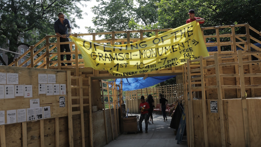 Thomas Hirschhorn – Gramsci Monument by Angelo A. Lüdin ,   2015 copia