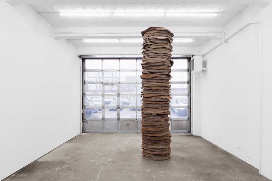 Kilian Rüthemann One for every moment (Stack),   2014,   coconut fibre,   silicone,   400 cm; diameter 80 cm photo: Gunnar Meier Courtesy: RaebervonStenglin
