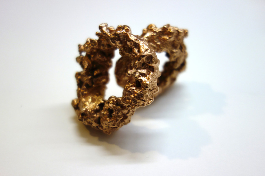 Serena Vestrucci,   Casting in bronze of a couple of fried calamari and subsequent gold plating bath,   variable dimensions,   unique pieces,   five months