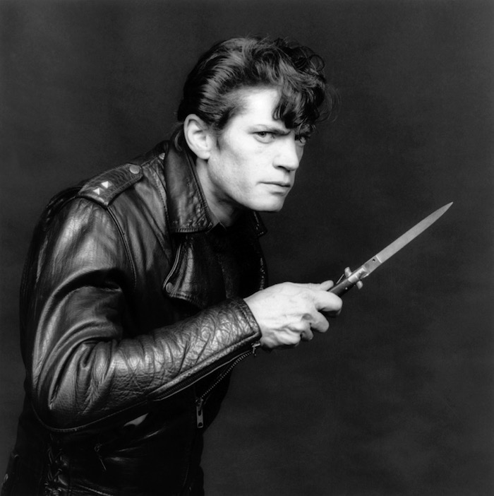 Robert Mapplethorpe Self Portrait 1983 gelatin silver print 16 x 20 in / 40,  64 x 50,  8 cm (paper) 24 x 25 in / 61 x 63 cm (framed) Edition of 10 #MAP 1278