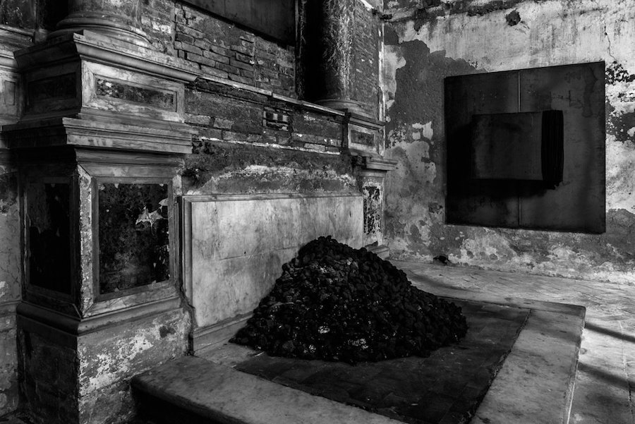 "Jannis Kounellis ""Dodecafonia"" Courtesy: the artist and Gavin Brown's Enterprise,   New York / Rome. Photo: Manolis Baboussis"