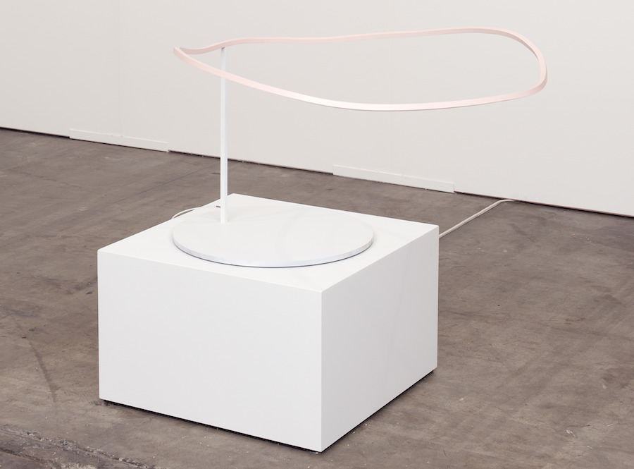 Davide Balula, Coloring the WiFi (with Pale Pink), 2015 Antenna sculpture, modified router, WiFi signal Variable dimensions - Courtesy RODOLPHE JANSSEN, Bruxelles