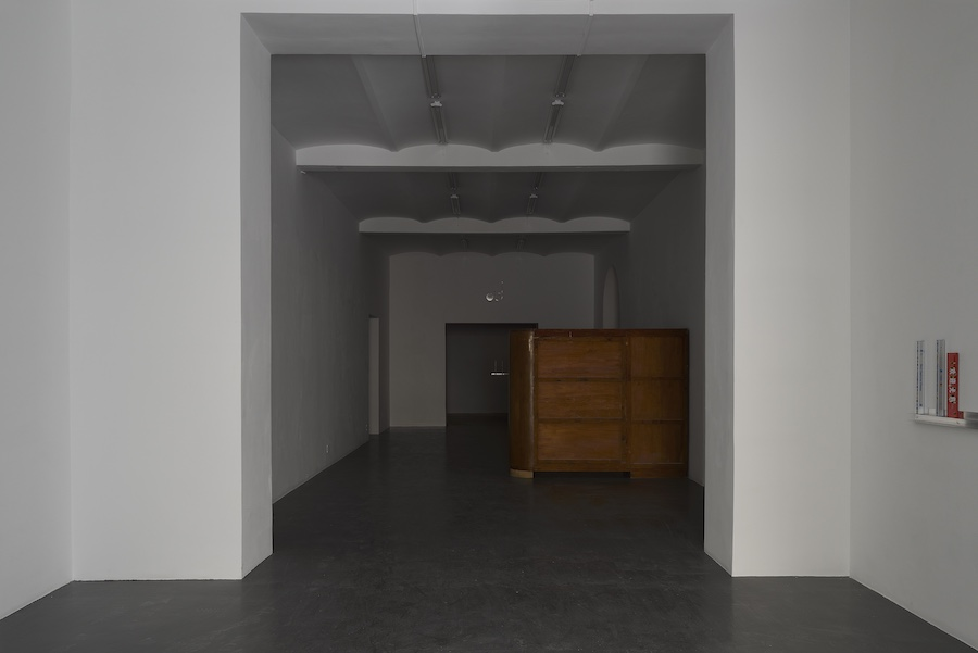 Nick Bastis, Sentries, exhibition view - Ermes Ermes