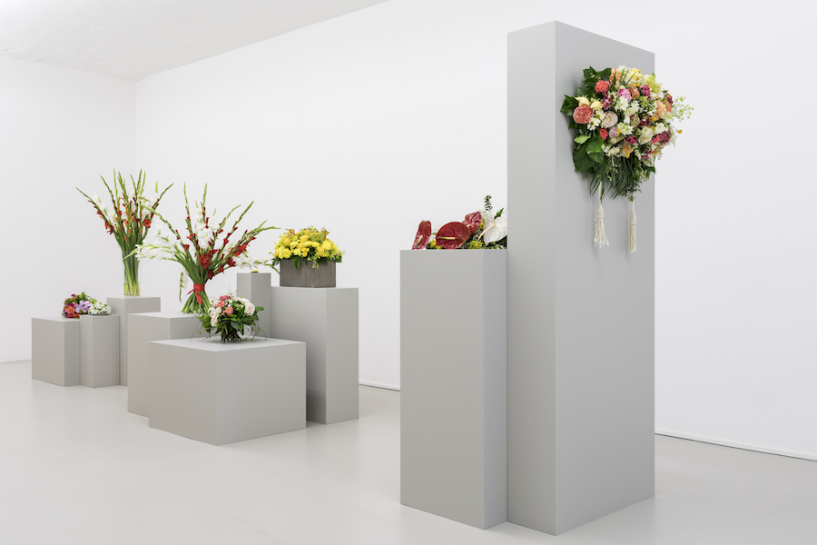 Kapwani Kiwanga, Flowers for Africa, 2014 – in progrss Cut Flowers and various materials. Installation view on 26.05.17, photo Guadagnini and Sorvillo ©argekunst