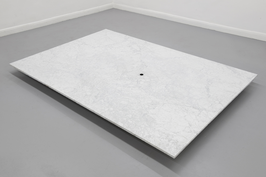 Alessandro Dandini de Sylva, Untitled, 2017, travertine marble, cm 220x150x2 - Photo credits © Alessandro Dandini de Sylva - Courtesy the artist and Operativa Arte Contemporanea, Roma
