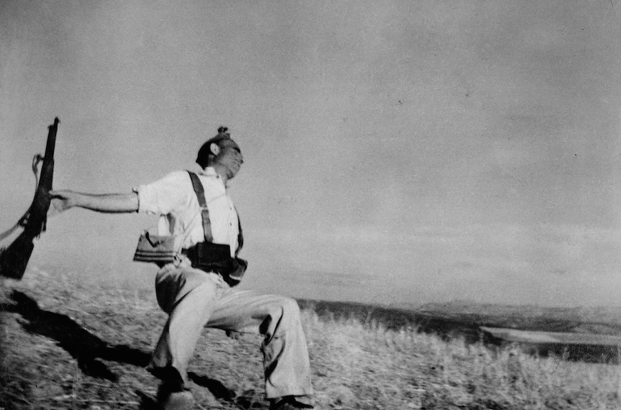 Robert Capa, Death of a loyalist militianman, Cordoba front, early september 1936 - Courtesy Magnum Photos