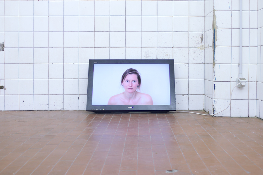 Gökçen Dilek Acay, Barking Woman video loop, 2012.