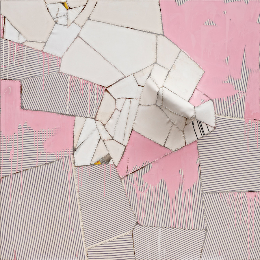 Sally Ross Big Pink 2015 gesso, medium opaco e smalto su pezzi di tela, filo di nylon, stecca in fibra di vetro su telaio modificato / gesso, matt medium and enamel on canvas pieces, nylon thread, fiberglass arm splint on modified stretcher 190,5 x 190,5 x 28 cm. Ph. Carlo Vannini © Sally Ross