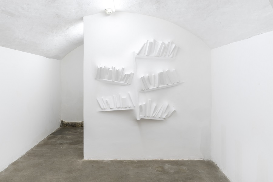 Loris Cecchini, Gaps Bookshelf, 2018  - Courtesy the artist and GALLERIA CONTINUA, San Gimignano / Beijing / Les Moulins / Habana Photo by Ela Bialkowska, OKNO Studio
