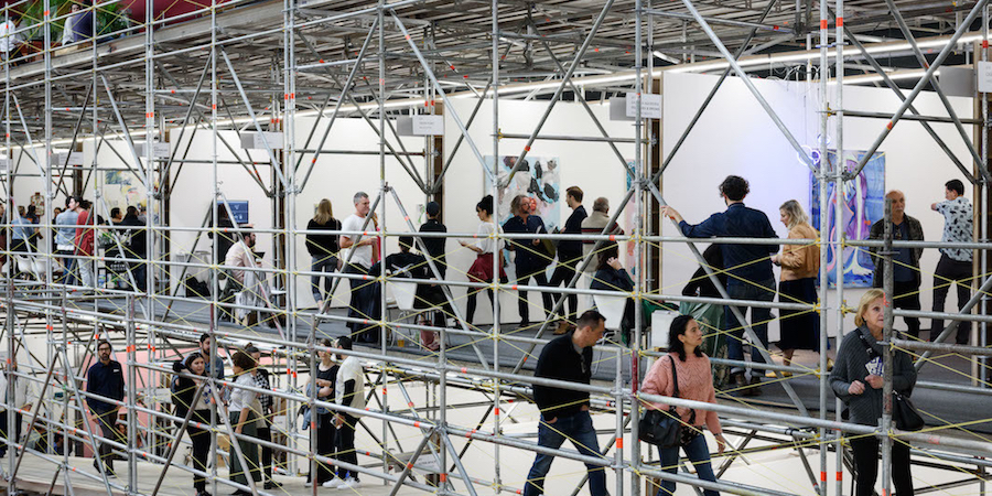 The 2018 Material Art Fair in Mexico City, with scaffolding by the architecture firm APRDELESP. (Photo: P.J. Rountree and Material Art Fair)