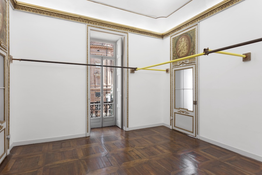 Lara Favaretto, Sucking Mud - Installation view - Crediti fotografici Sebastiano Pellion di Persano - Courtesy l'artista e Galleria Franco Noero