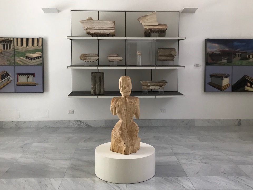 Evgeny Antufiev , Installation view, Untitled, wood, 2015 - Museo Archeologico Salinas 2018 - Photo Evgeny Antufiev