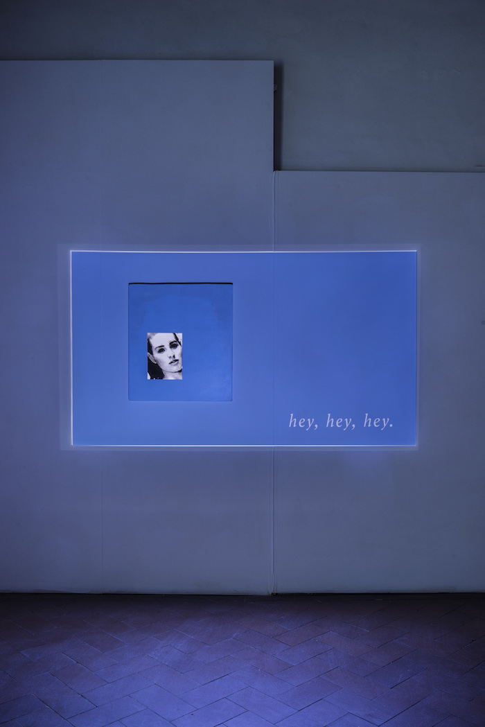 Lee Kit, Sexy boy, sexy girl, hey, hey, hey, 2018. Looped video, acrylic, emulsion paint and inkjet ink on plywood. Courtesy the artist and Massimo De Carlo, Milano/Londra/Hong Kong. Ph OKNOstudio.
