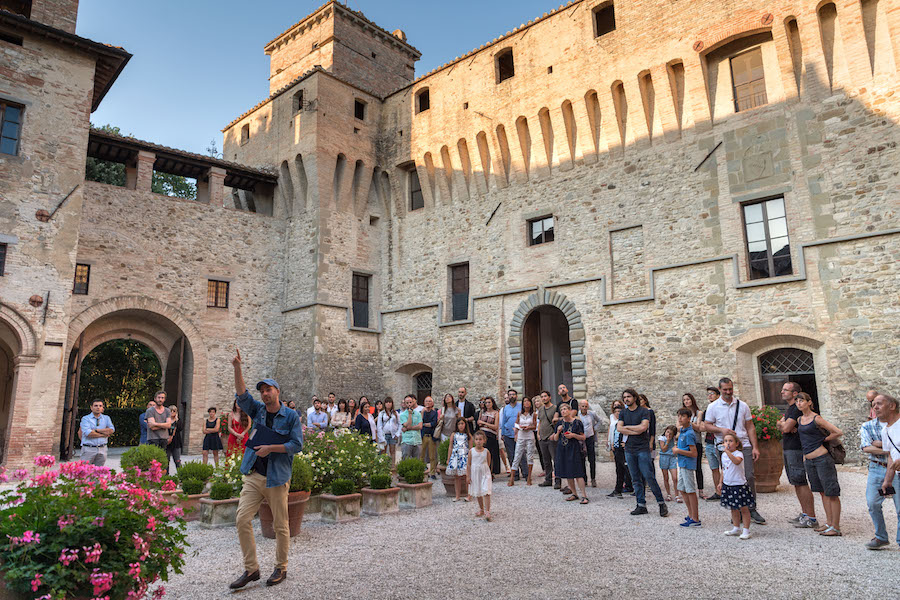 Roberto Fassone, Una di queste storie è vera (Castello di Civitella Ranieri), 2018 - performance © Marco Giugliarelli for Civitella Ranieri Foundation
