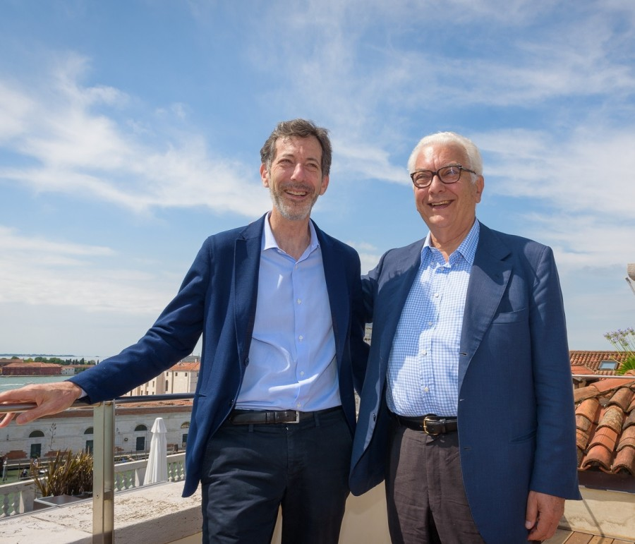 Ralph Rugoff e Paolo Baratta_Photo by Andrea Avezzu'_Courtesy of La Biennale di Venezia_Low