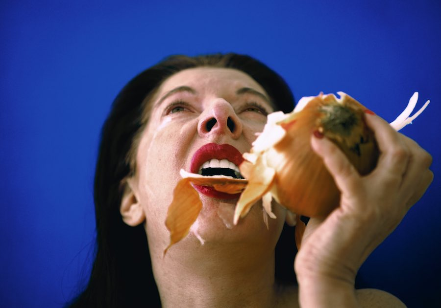 "Marina Abramović The Onion 1995, video (colore, sonoro), 20'03"". Amsterdam, LIMA Foundation. Courtesy of Marina Abramović Archives e LIMA, MAC/2017/073. Marina Abramović by SIAE 2018"