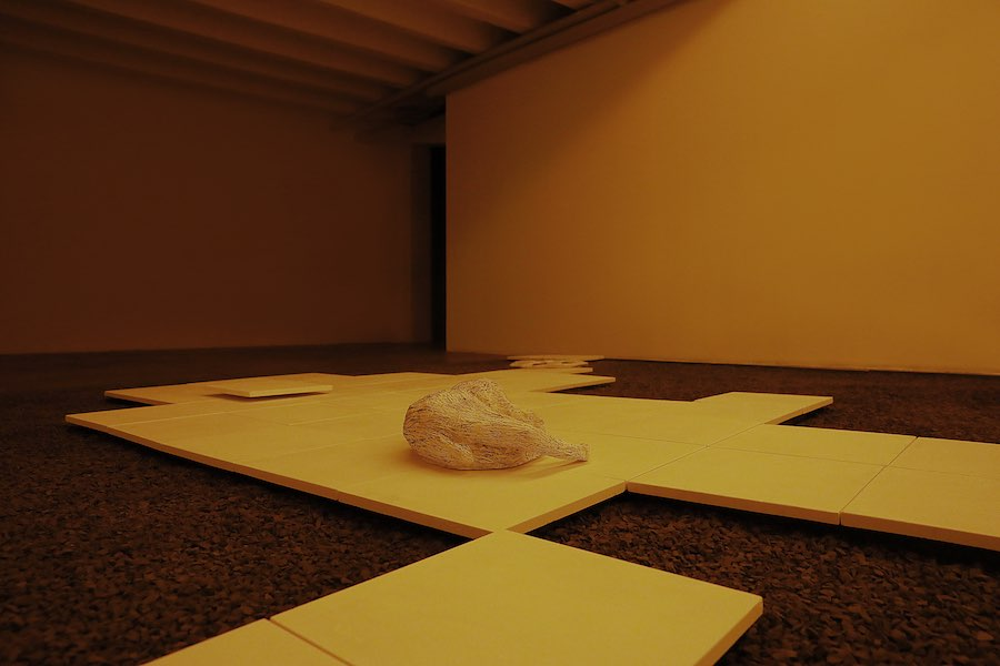 Andrea De Stefani, Capriccio 2000, Plaster, gravel, iron Soundscape in collabo-ration with Floriano Campi - Installation view at Marsèlleria (Detail)