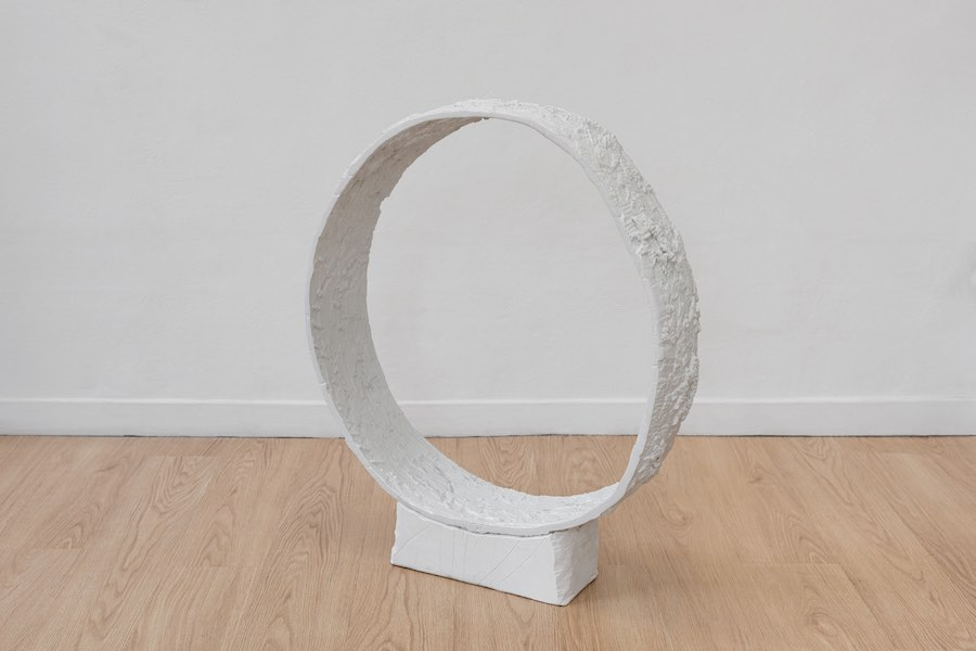 Matteo Nasini Ruota, 2018 Glazed clay 85 x 21 x 3 cm Photo: Marco Davolio - Courtesy Clima, Milano