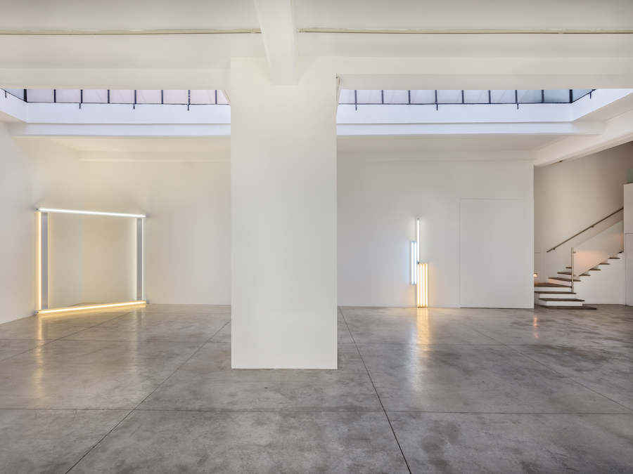 Dan Flavin, Estate of Dan Flavin - Artists Rights Society (ARS), New York. Courtesy of David Zwirner & Cardu Gallery
