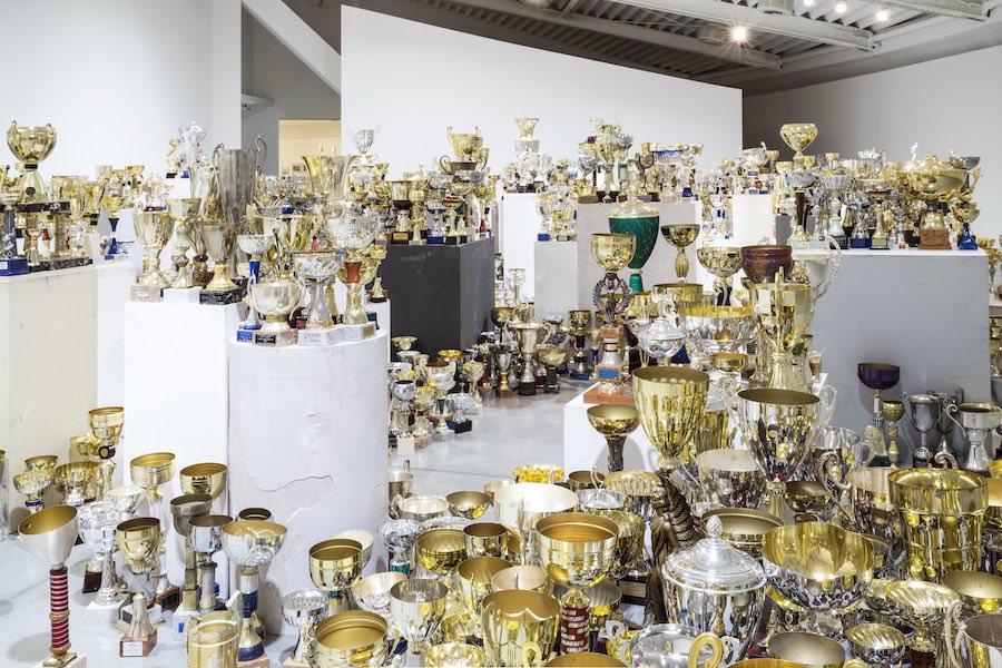Aleksandra Mir, ​Triumph,​ 2009, 2.529 sporting trophies /​ installation view at ​Centro Pecci Courtesy the artist and ​Centro per l'arte contemporanea Luigi Pecci Foto / ​photo ​Ela Bialkowska, OKNOstudio