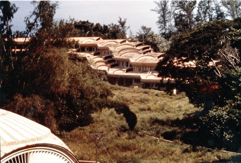 Vista della scuola di Muscia ripresa dalla vicina scuola di Balletto. Foto archivio Garatti anno 1964